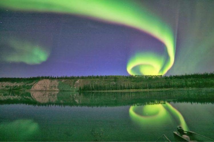 Twist the northern lights