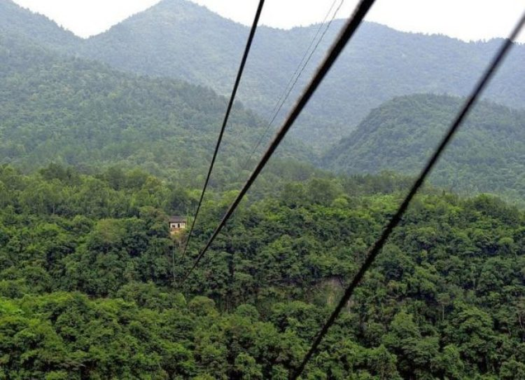 China Village is connected with Outside World by Dangerous Ropeway4