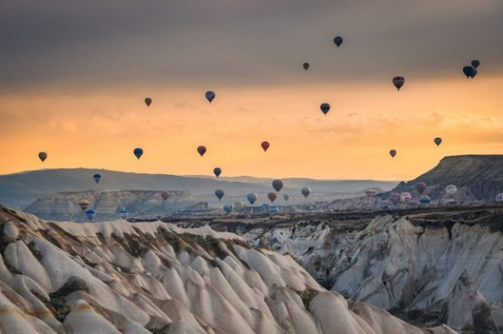Flying hot air ballons in Turkey