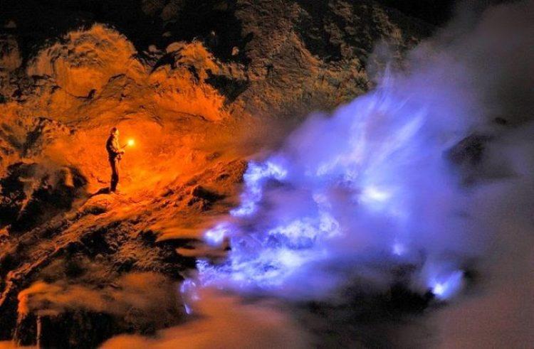 Kawah Ijen, The Volcano That Spews Blue Flames3