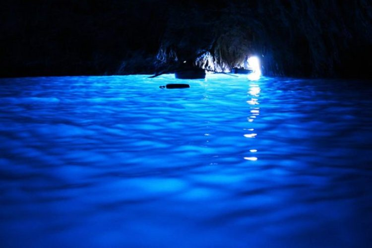 Underwater-sea-cave-Blue-Grotto-in-Capri