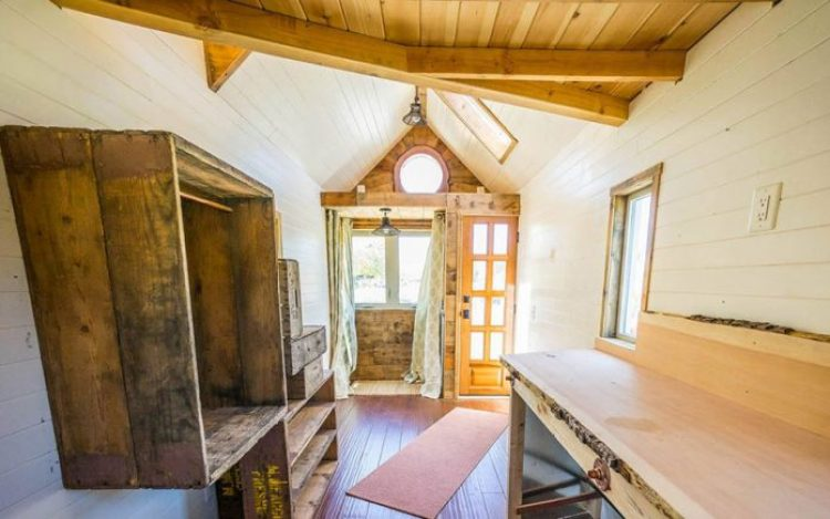 tiny-house-giant-journey-mobile-home-jenna-guillame-9