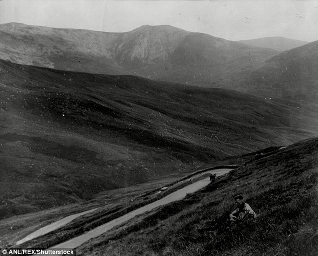 The Devil's Elbow in 1930. Today, the tracks still remain and continue to lure hikers