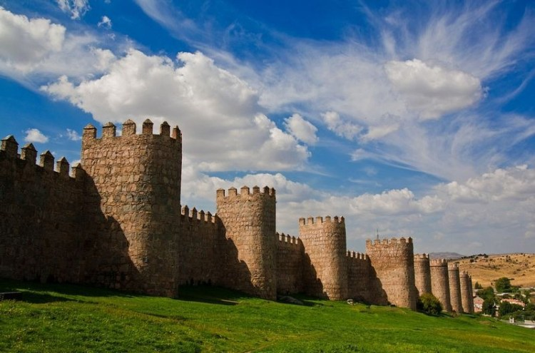 The wall of Avila is an inspiring 2.5 km barrier of stone and granite that surrounds the city's almost rectangular layout.