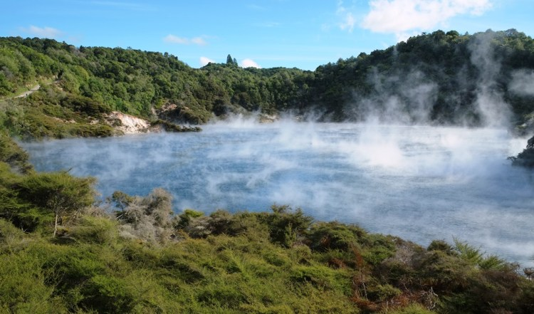 The site of the extinct Waimangu Geyser is located not far from its north-eastern shore.