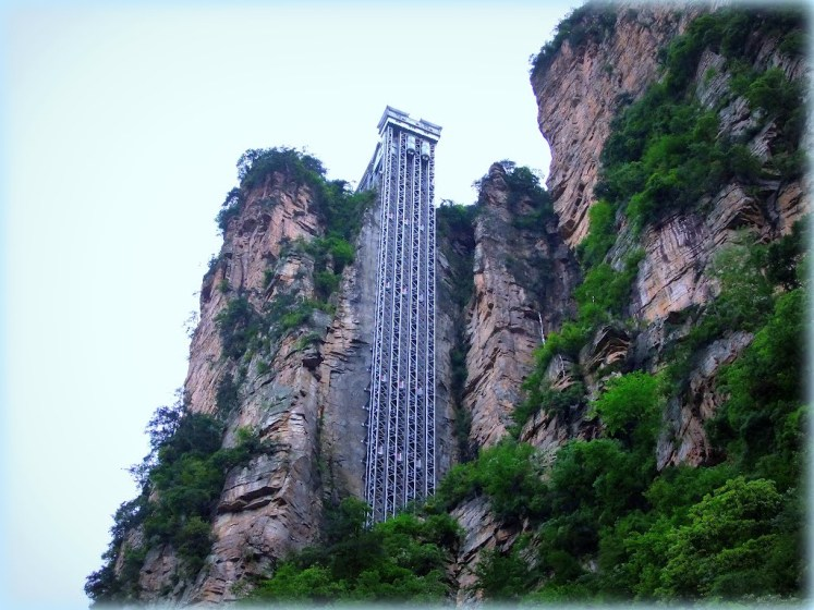 The Bailong Elevator is a glass elevator built onto the side of a huge cliff in the Wulingyuan area of Zhangjiajie, China.