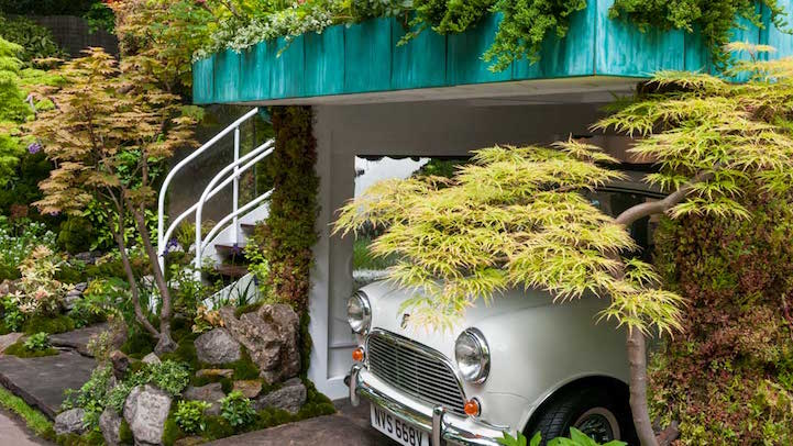 So, a garage may be sound like an unseemly environment for lush green scenery.