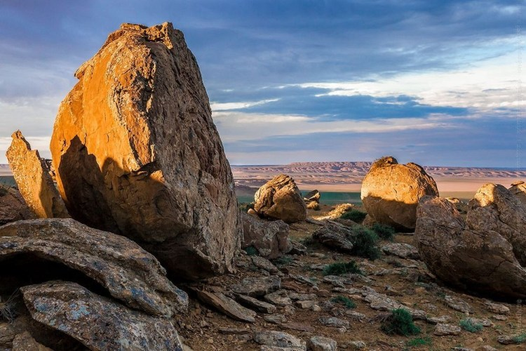 The area consists of plentiful ball-like rock formations strewn across a wide range of steppe land. Photo Credit : aboutkazakhstan.com