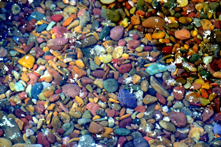 Thus the rocks series color varies from maroon to dark red, and from blue to green.