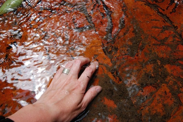 Jasper creek is naturally found in veins and cracks in volcanic rocks, and generally occurs only in comparatively small deposits,