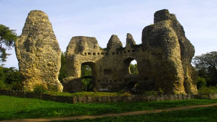 Hence, if you're looking for a tranquil spot to walk the dog or a convenient stop off along the meandering Basingstoke Canal, Odiham Castle is definitely worth a wander.