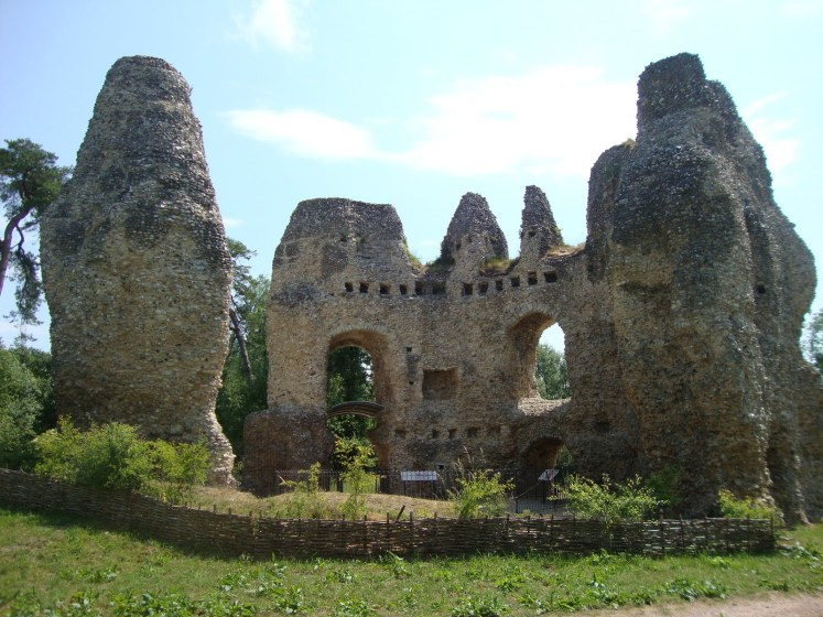 He visited this area in 1204, selected the site to build Castle here lay halfway between Windsor and Winchester.