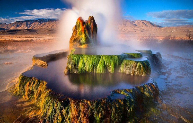 Fly Geyser is completely a natural phenomenon that Mother Nature gives us strange characteristics.