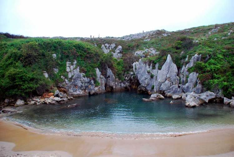 This tiny golden sand beach, with crystal clear waters and hemmed in by cliffs, is frequently voted as being Asturias' best.