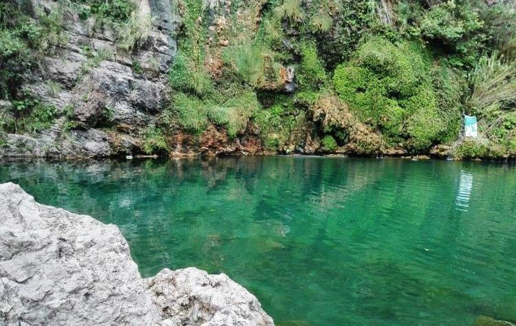 It is famous for natural scenes, crystal clear water with tiny fishes, cliff diving, swimming, and trekking. Swaik Lake is approached with 45 minutes of hiking after the drive of 10 Km by taking an exit from Kallar Kahar interchange at Lahore-Islamabad Motorway.