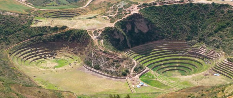 The valley was formed by the Urubamba River is fed by numerous tributaries which descend through adjoining valleys and gorges, and contains numerous archaeological remains and villages.