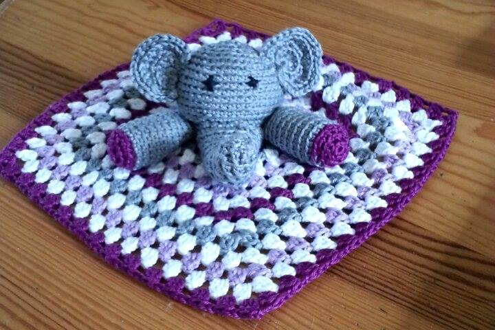 Elephants In Love | Free Crochet Pattern | Hooked by Kati | 480x720