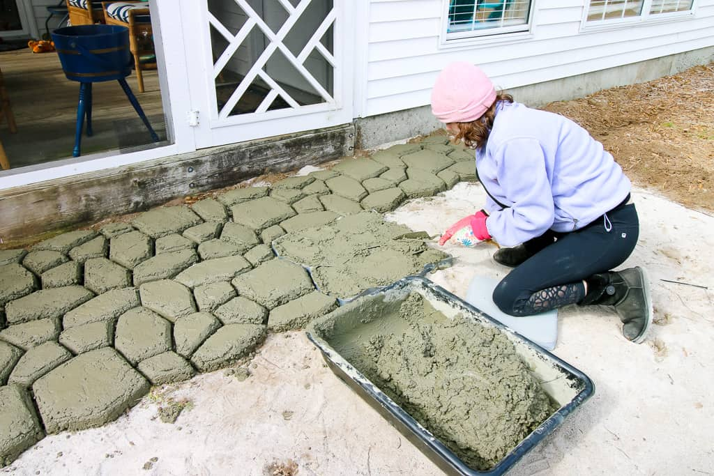 How to make a quikrete walkmaker patio charleston crafted for Walk maker ideas
