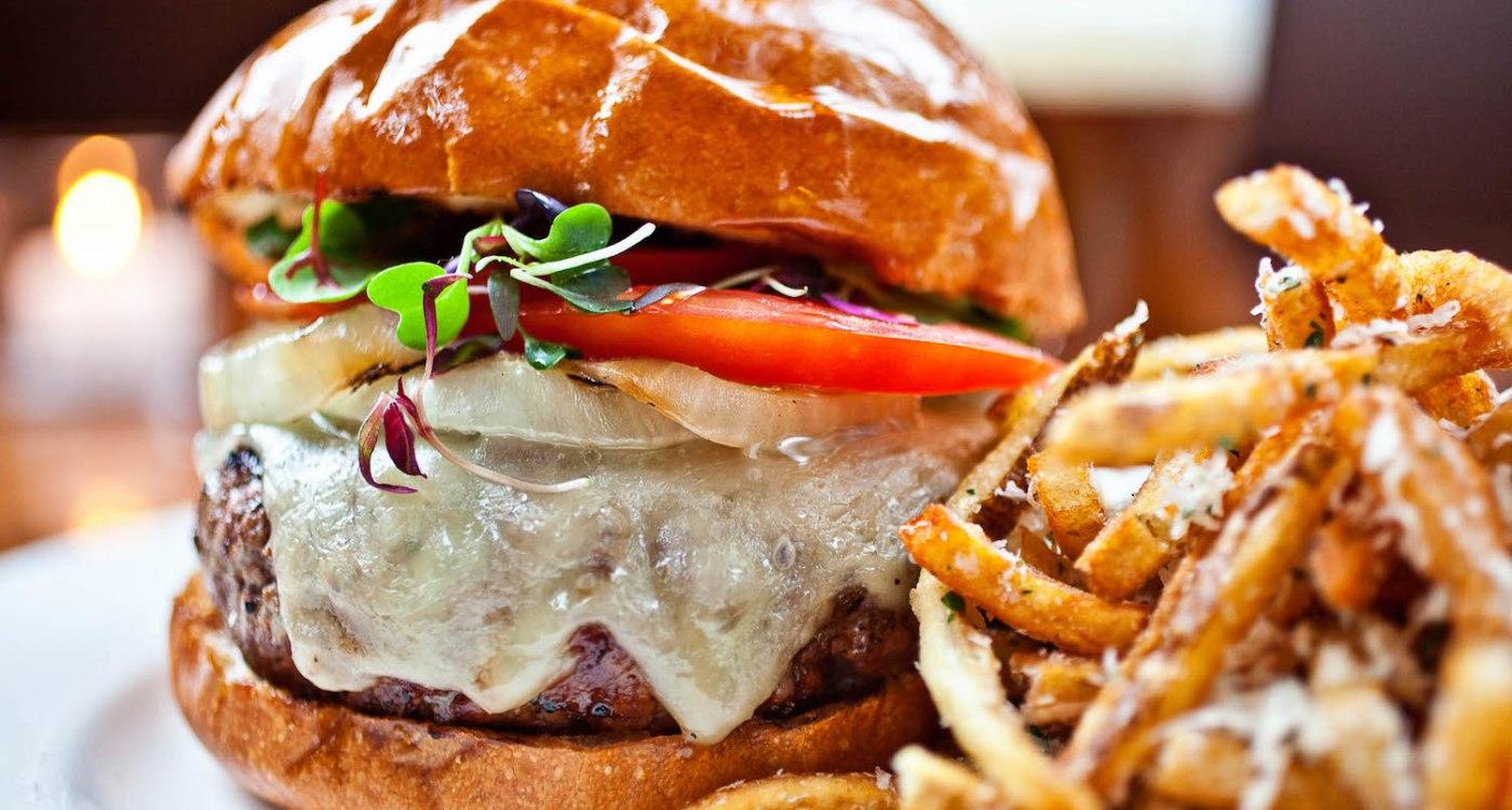 Cheeseburger_OakSteakhouse_OakBurger
