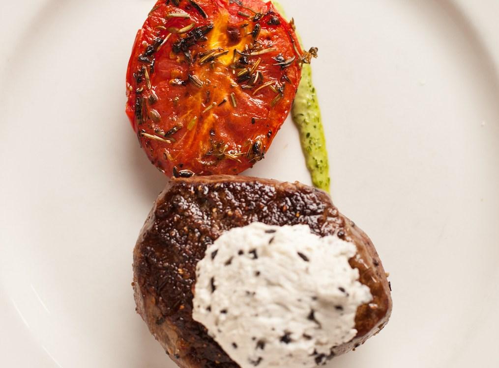 ExploreCharleston_Hall'sChophouse_Steak