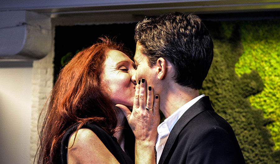 Fleur en Julian trouwen 24 keer. Omdat ze willen dat iedereen overal kan trouwen.