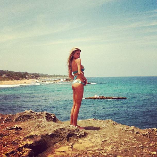 Charlotte McKinney - Beach - 10