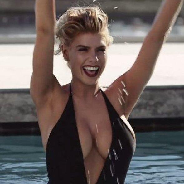 Charlotte McKinney - Vanity Fair - Miguel Reveriego - 06