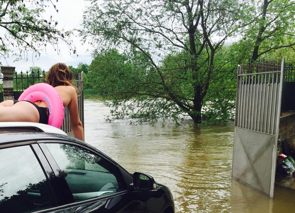 inondation au secours ma voiture n 39 a pas de bou es charlotteauvolant. Black Bedroom Furniture Sets. Home Design Ideas
