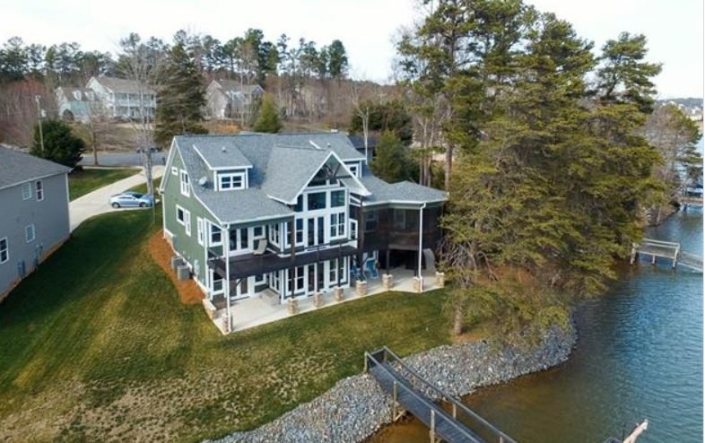 lake shore house in tega cay