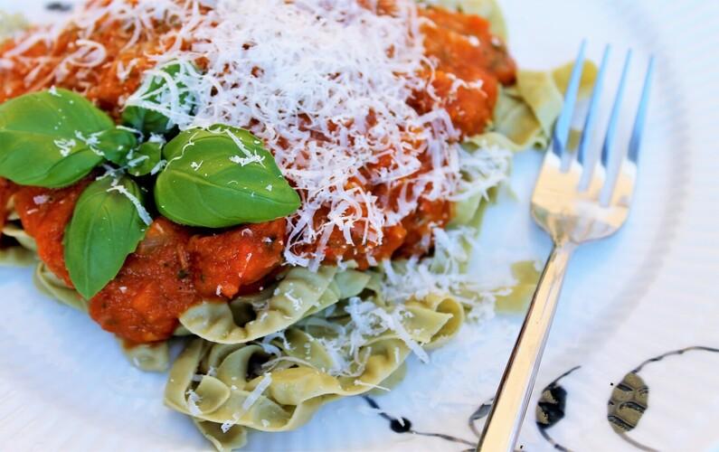 Tomatsauce med basilikum og chorizo