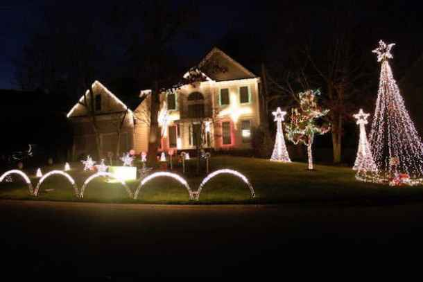Christmas Light Fight 2019.Best Christmas Light Displays In The Charlotte Area 2018