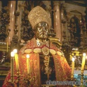 Il tronetto del busto di San Gennaro portato in processione
