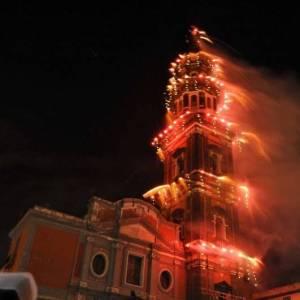 ncendio del campanile della Chiesa del Carmine per la festa alla Madonna Bruna