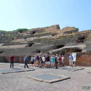 anfiteatro flavio turisti (ph Marina Sgamato) (2)