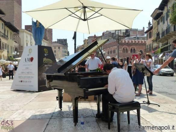pianista-strada-zanarella-piazza-erbe-verona