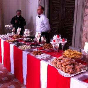 Il buffet imbandito di dolci