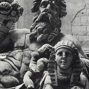 La statua del Nilo con la testa sfinge