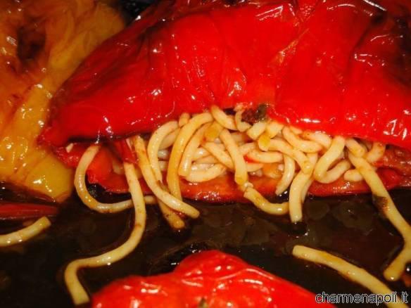 Peperoni imbottiti di spaghetti