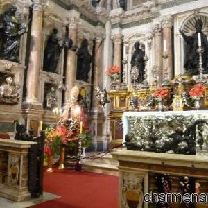 La storica Cappella del Tesoro nel Duomo di Napoli