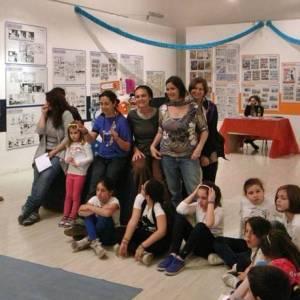 Giovani spettatori a Castel dell'Ovo per Lupo Alberto