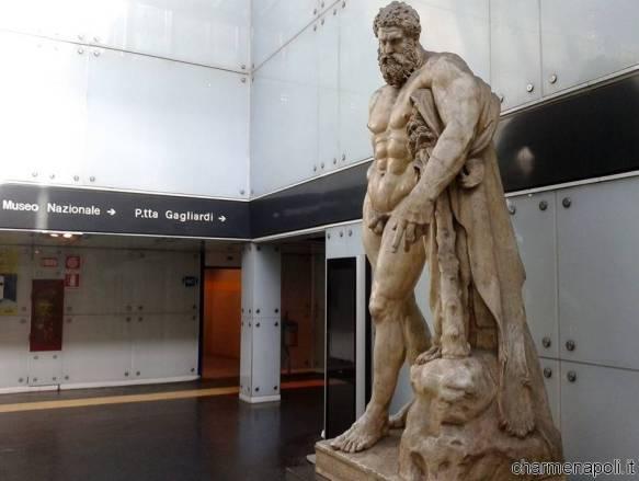 L'Ercole Farnese della stazione Museo a Napoli