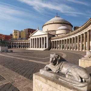 Napoli, la chiesa di San Francesco di Paola in piazza Plebiscito