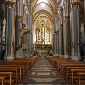 San Domenico Maggiore, la navata centrale