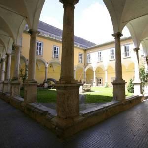Capua, il Chiostro del Museo Provinciale scelto per ospitare il simposio di scultura Caetus