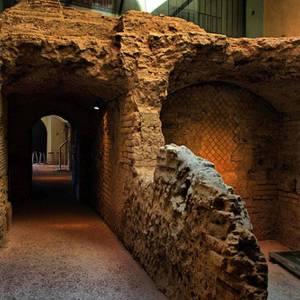 Rione Terra Pozzuoli reperti percorso archeologico-1