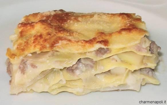 lasagna bianca con salsiccia