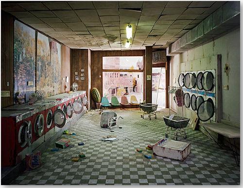 Laundromat aus der Serie Lost City - © Lori Nix