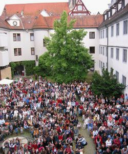 Besucher einer Veranstaltung des Tübinger Bücherfestes