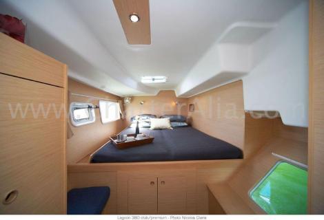 Uma das duas cabines a re do catamara Lagoon 380 novo de 2019