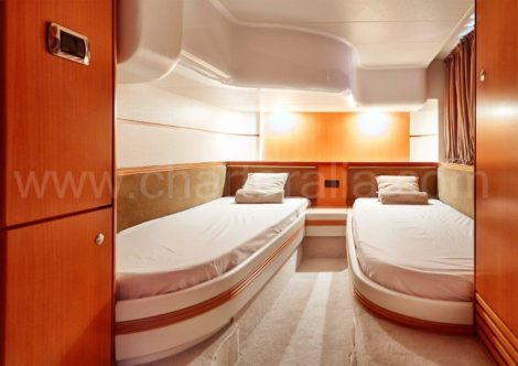 Cama de solteiro do barco Aqua 54 Baia nas Ilhas Baleares para excursoes